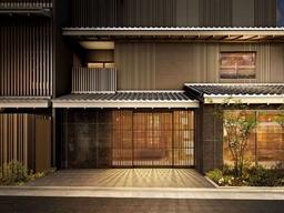 フロントロビーやレストランでは京町屋の造りをイメージ