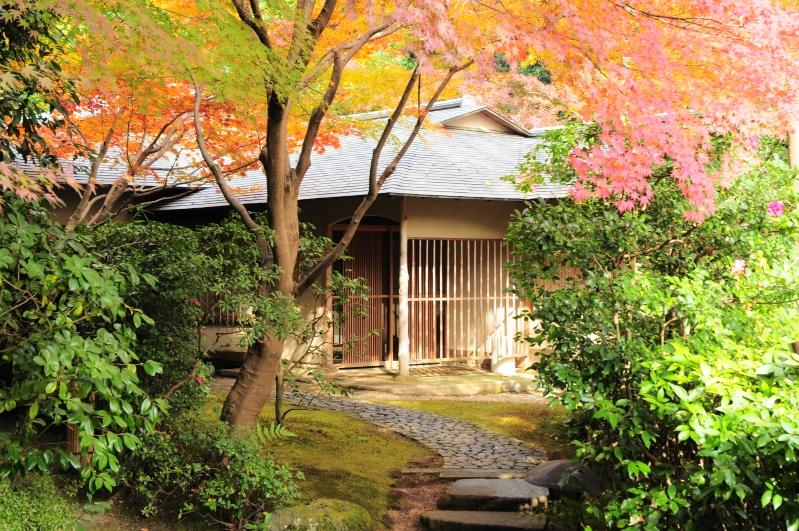 敷地内日本庭園にある数寄屋造りの茶寮