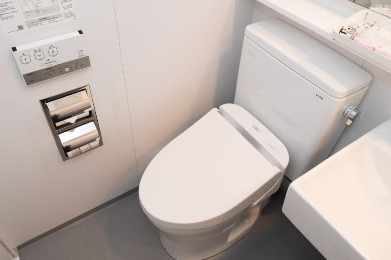トイレはもちろん温水洗浄機能付き