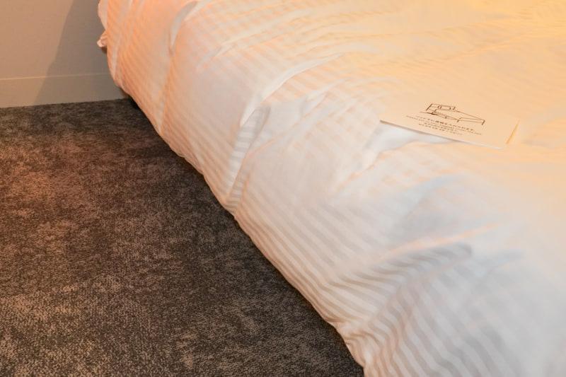 ベッド下にスーツケースなどを入れることが可能