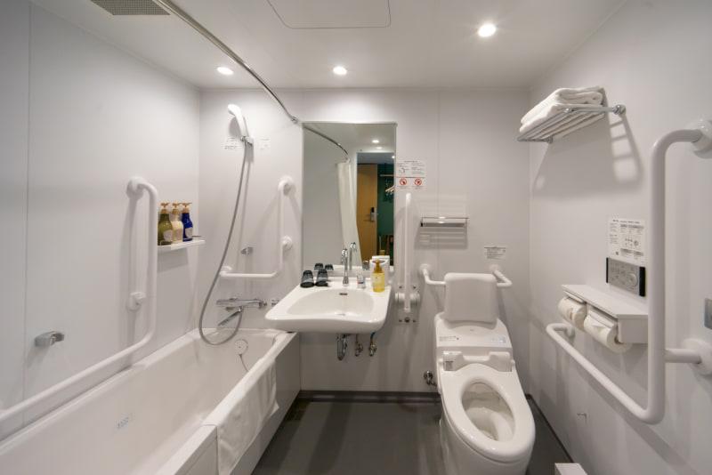 アクセシブルシングルの浴室とトイレ
