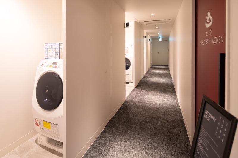 2階には、コインランドリーや製氷機、電子レンジなども用意されている