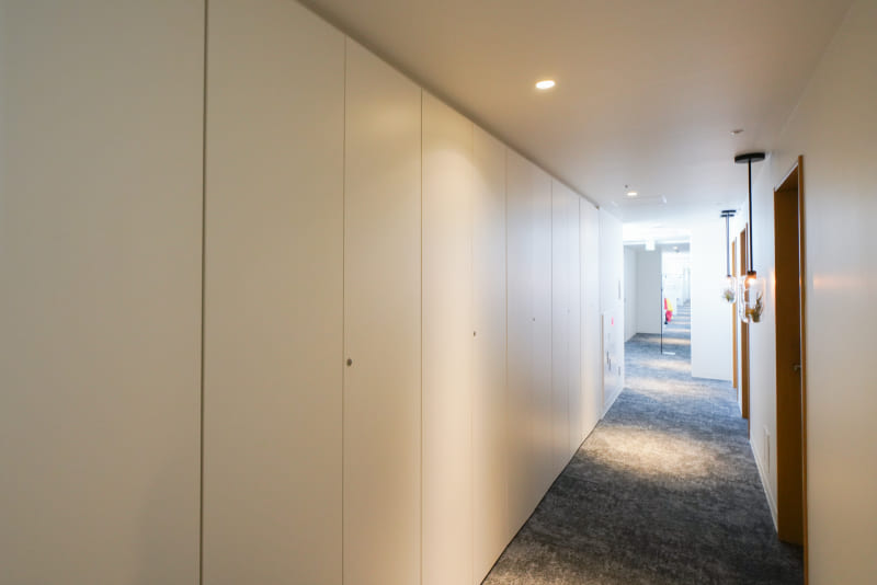 3階~5階廊下にある貸しロッカー。コワーキングスペースの利用で使える