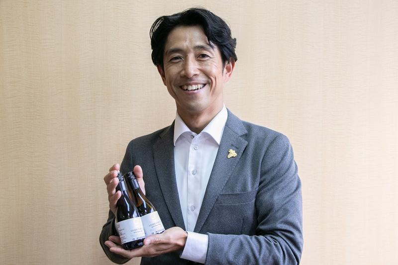「新幹線の車内でも美味しいワインを楽しんでいただけます。ご乗車の際は、ぜひお買い求めいただけたらうれしいです」と、ソムリエ資格を持つ「新幹線ワイン」輸入担当の田中雅人氏