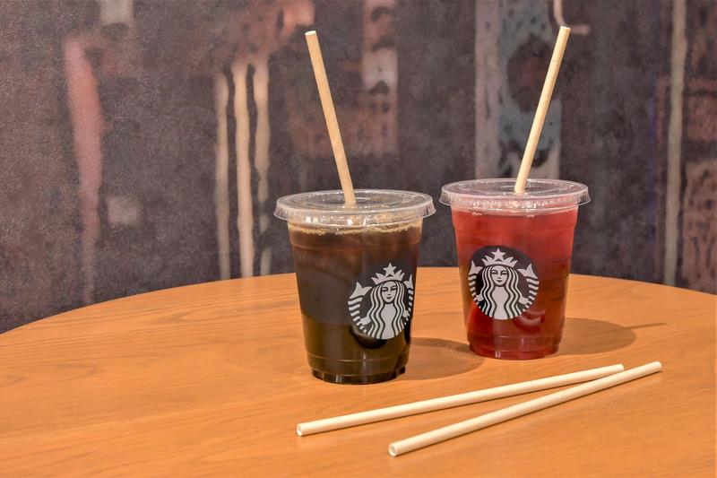 スターバックス コーヒー ジャパンでは1月からFSC認証紙ストローを段階的に導入し、現在は国内の全店舗で提供。これにより年間約2億本分のプラスチックストローの削減につながるという