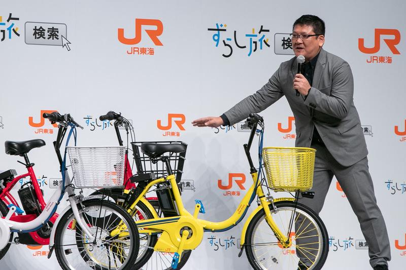 株式会社ドコモ・バイクシェア 代表取締役社長 堀清敬氏が登場し、特別仕様の電動アシスト自転車を紹介