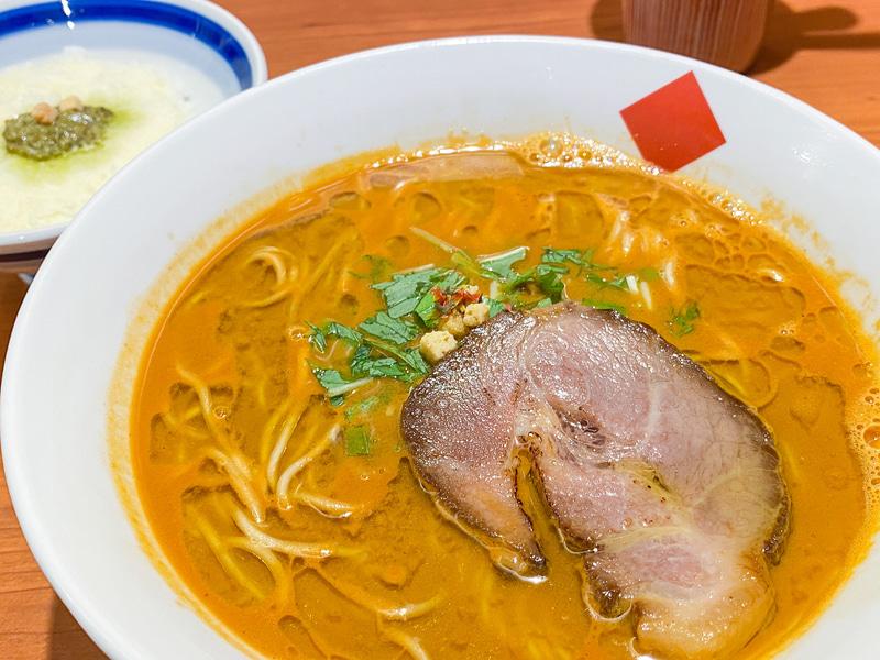 甘海老のエキスたっぷり「トリュフ・海老だしらー麺」。シメはリゾットで大満足!
