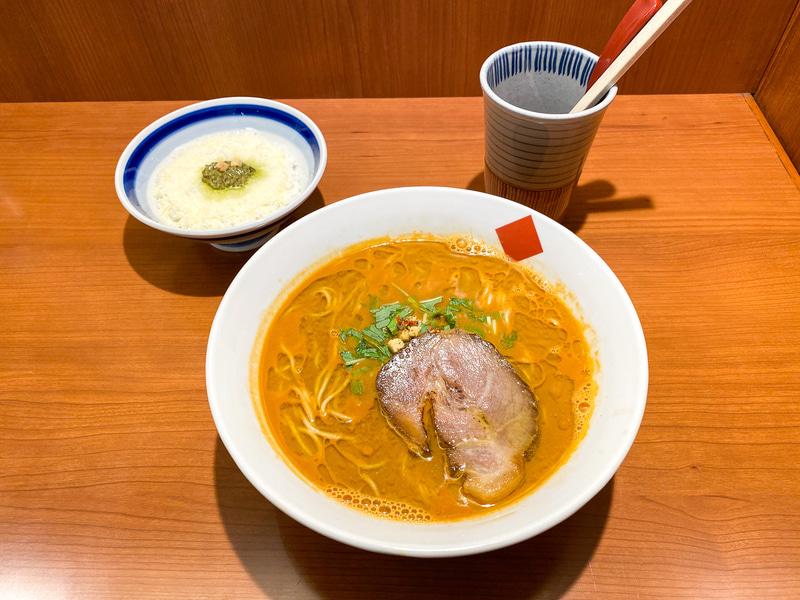 「トリュフ・海老だしらー麺 〆のバジル・チーズリゾットつき」980円