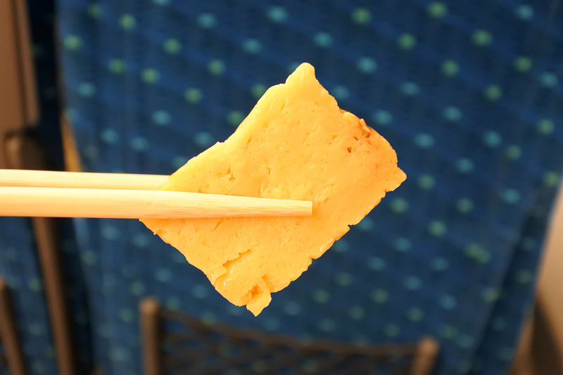 ご飯側のメイン2つが1つの玉子焼きにイン。きのこと鮭入り玉子焼き