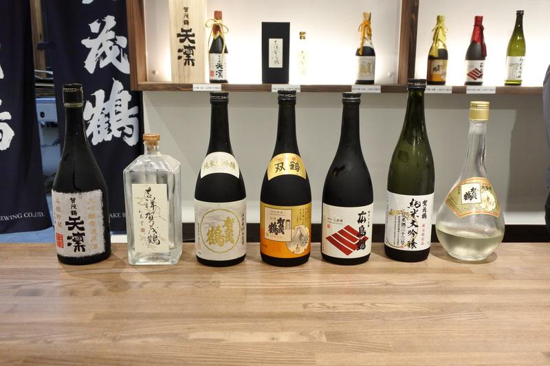 試飲も100円から500円の間で可能。飲み比べでほろよい気分に