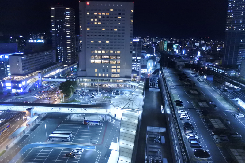 駅前のロータリーが客室から見えます。驚くほど駅近