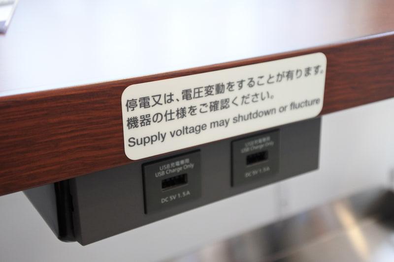 写真をたくさん撮っても安心。充電専用のUSBポートがあります