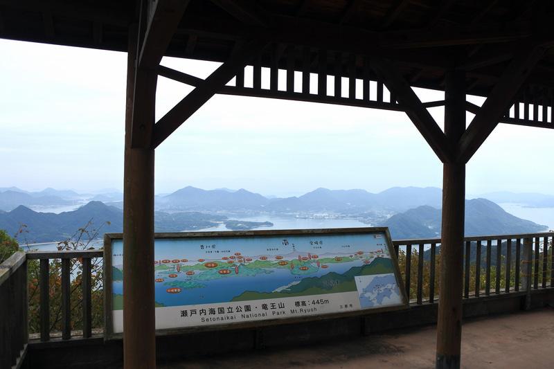 「竜王山展望台」からの眺め、瀬戸内の島々が一望できます