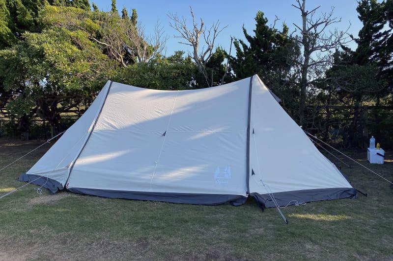 今回利用したogawaのシェルターであるツインピルツフォーク T/C。シェルターはフライシートや底がない簡易テントのような位置付けの製品で、何よりも手軽に設営できるのが大きなメリット