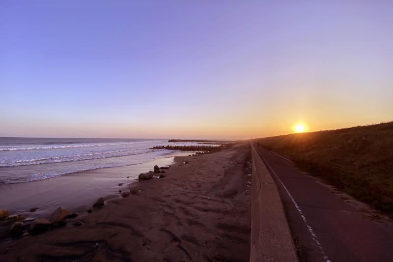九十九里オートキャンプ場 太陽と海の近くの浜辺から見た夕日