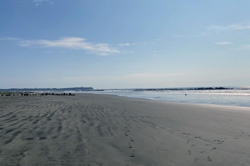 朝日を見ることはできなかったが、朝の日差しを浴びながら九十九里浜を散歩