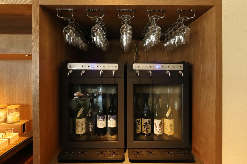 キンシ正宗の清酒や、ワイン酵母で醸造した特別純米酒BONITA(ボニータ)をワイングラスで