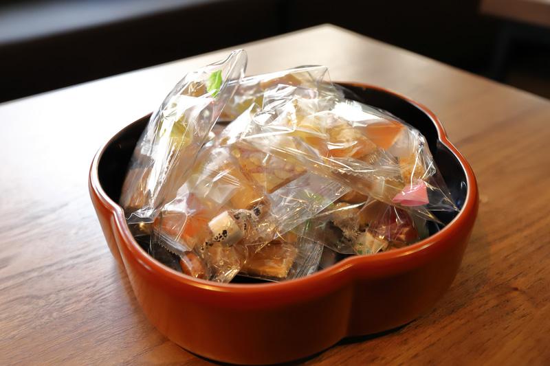 1864年に京都で創業した伊藤軒のお菓子はホテルスタッフが小分けして包装したものだそう