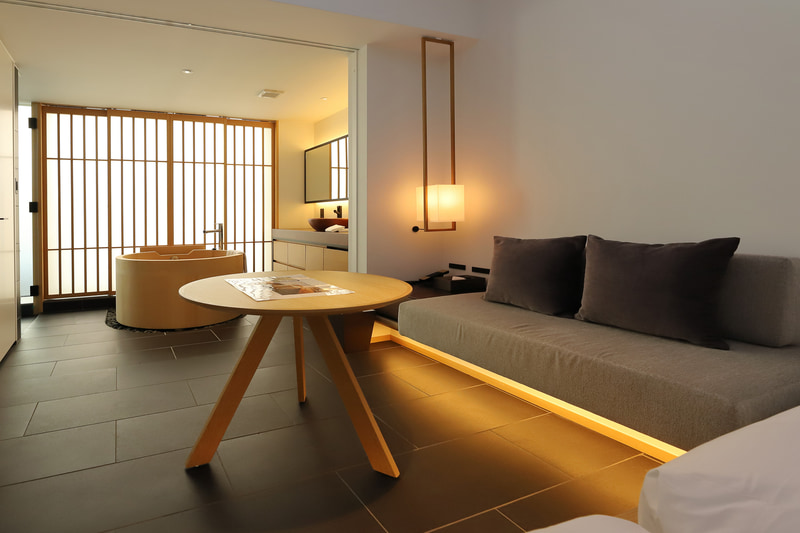 「Tsuboyu Superior」は寝室と檜葉風呂がワンルームでインパクト大