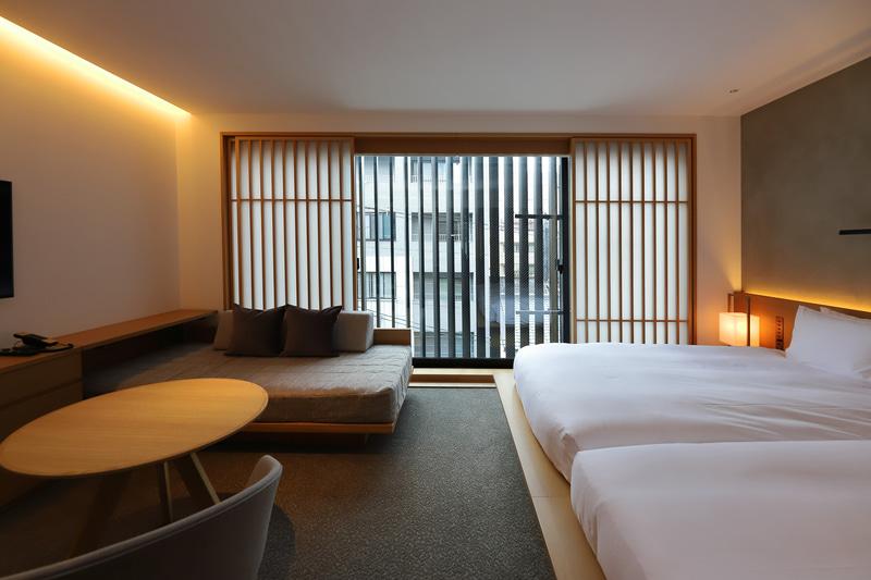 部屋は常時換気されているが、窓を開け積極的に空気を入れ替えることも可能