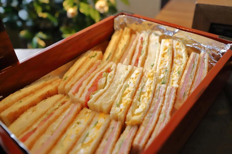 「珈琲 ナカタニ」のサンドイッチ。歌舞伎役者や舞妓さん御用達とのこと
