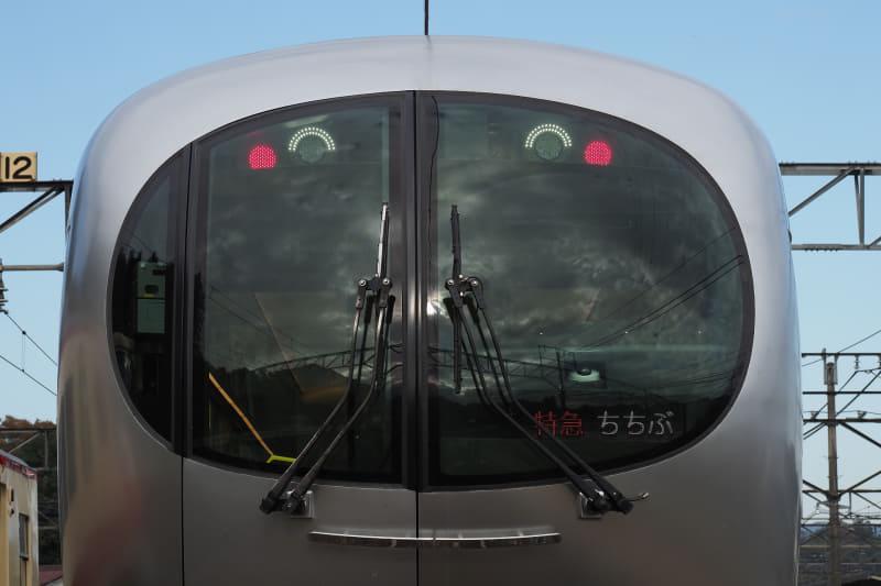 スマイルモードの前照灯がかわいい001系Laview