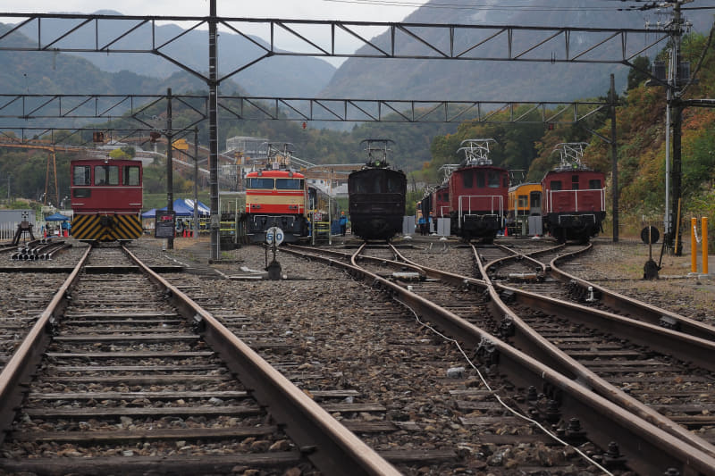 横瀬車両基地に並んだ往年の機関車