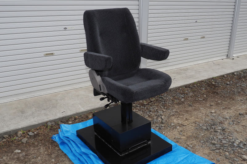 Laview運転士腰掛の試作品