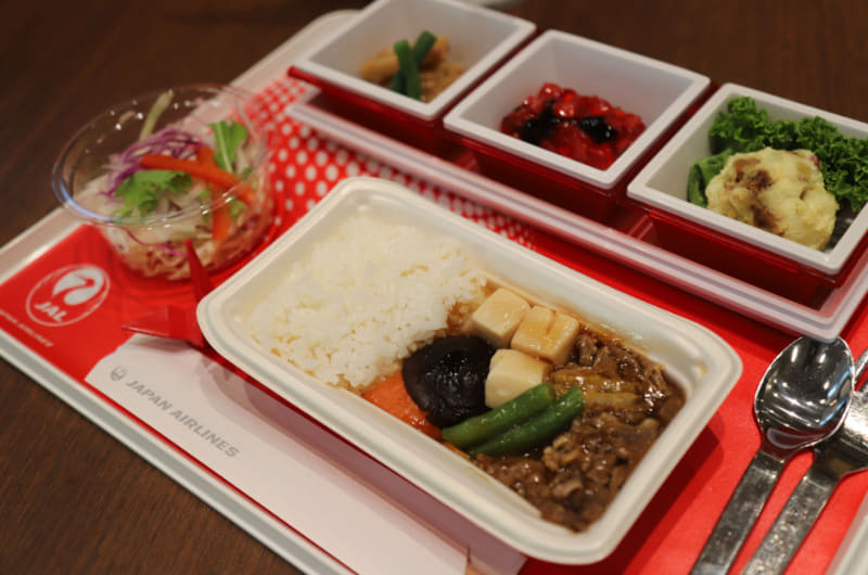 和食「牛肉と野菜の旨煮ごはん添え」