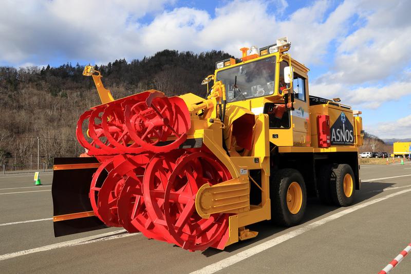 NEXCO東日本 北海道支社が開発を進めるロータリ除雪車自動化試験車両