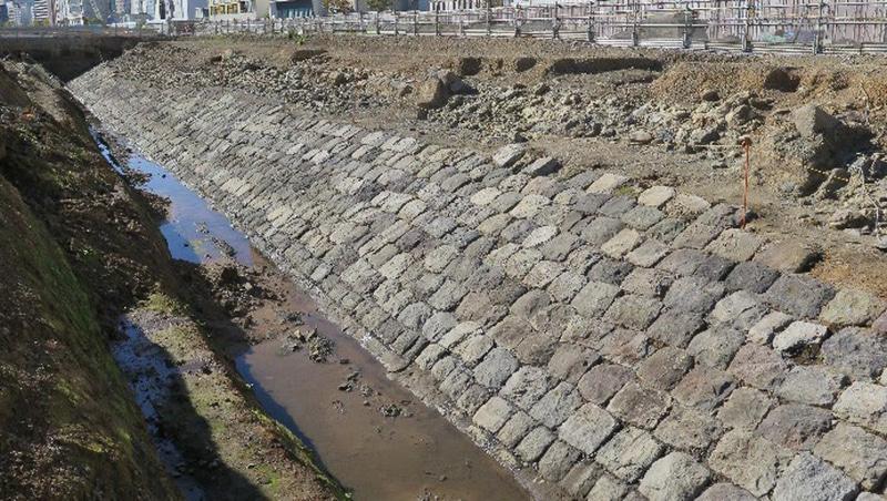 高輪築堤の一部とみられる構造物(写真1)