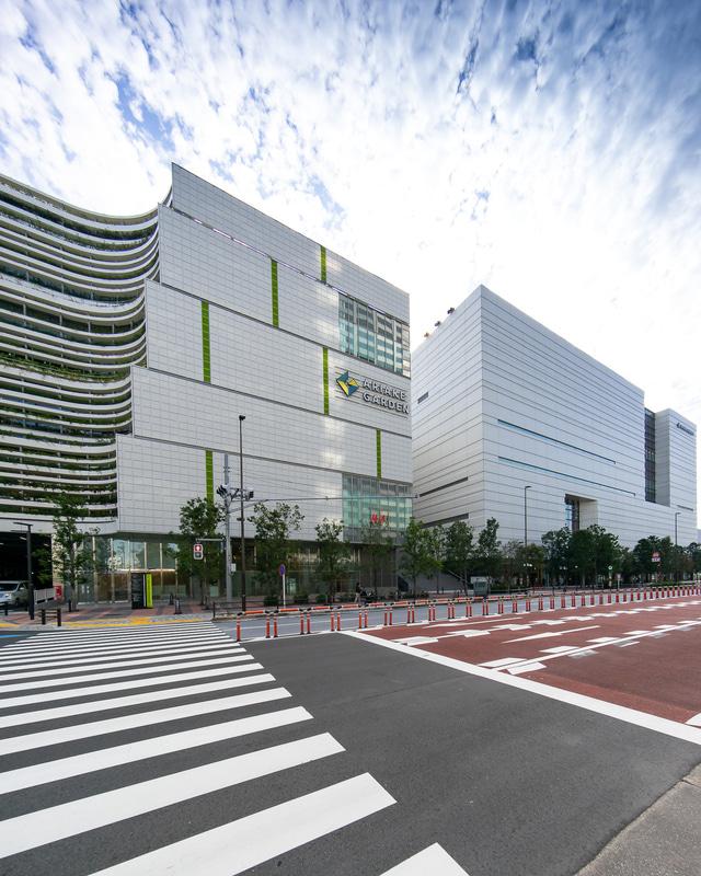 「無印良品 東京有明」は、中央の空間部分、アトリウム付近に入っている