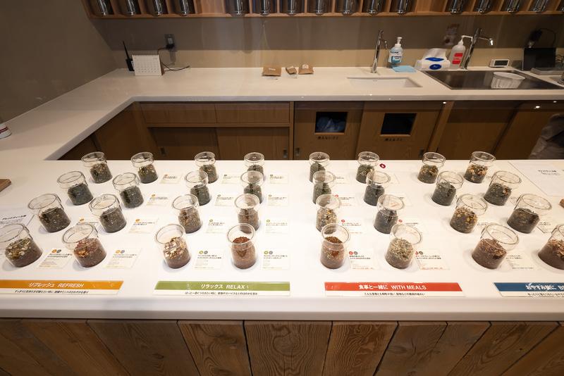 選べるオリジナルティの茶葉は32種。13番の白桃と茶葉が一番人気とのこと