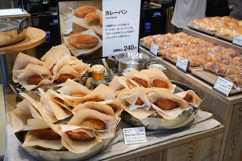 東京有明店限定のカレーパン