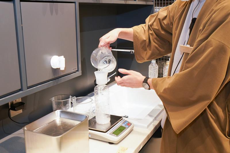 持参した空のペットボトルか無印良品の使い切った洗剤ボトルに100ml単位で詰め替え販売してもらえる