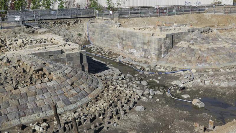 高輪築堤の一部とみられる構造物(写真2)