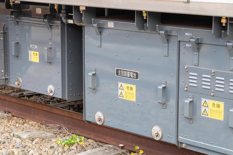 横須賀・総武快速線のE235系は非常走行用電源装置を搭載している。停電などにより給電ができなくなっても、蓄電池の電力を主回路に供給することで最寄り駅まで走行が可能。また、主要機器も二重化され、よりトラブルに強くなっている