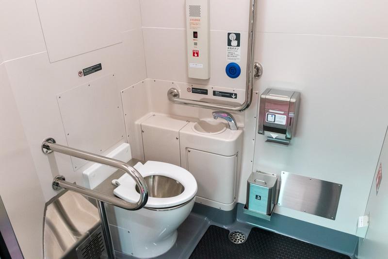 車いすでも利用できるように広くなったトイレ