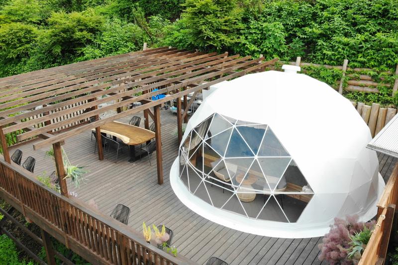 施設内に2基あるドーム型テント