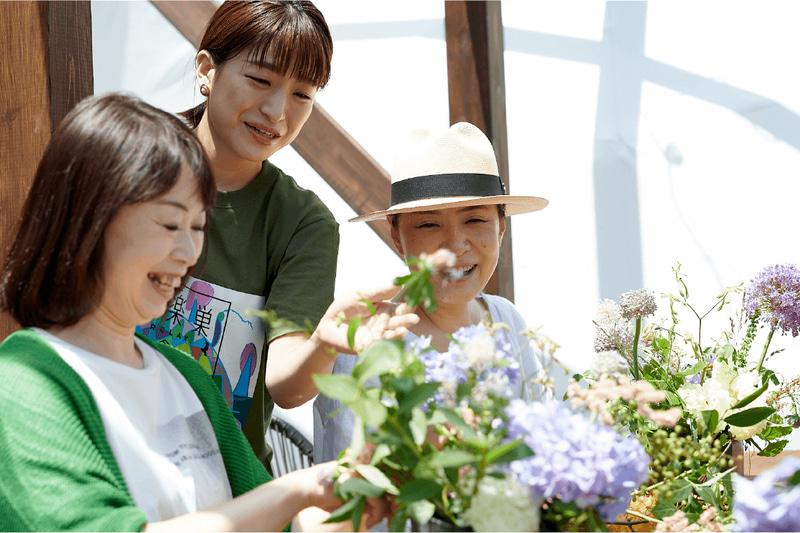 日比谷花壇スタッフによるフラワーアレンジメント