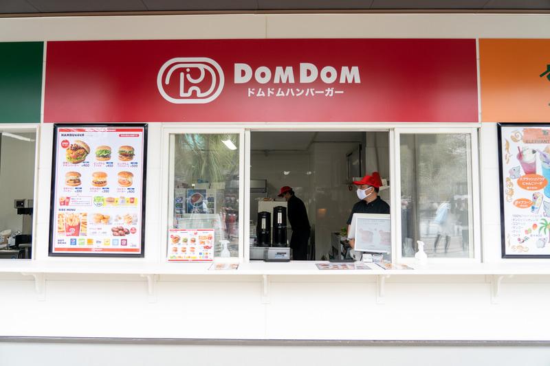 1階にはゾウのシンボルマークでおなじみのドムドムハンバーガーが出店