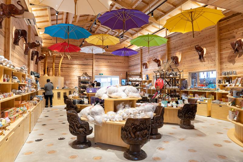 タイの雰囲気満点の店内装飾