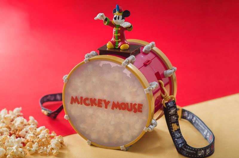「ミッキーの大演奏会」のコスチュームをきたミッキーマウスが指揮をするシーンを再現したポップコーンバケット