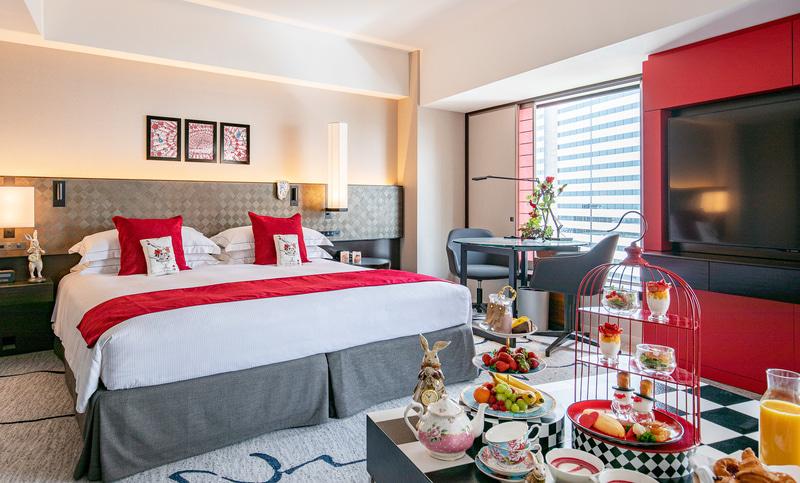 ヒルトン東京が「不思議の国のアリス」をテーマにした宿泊プランを発売