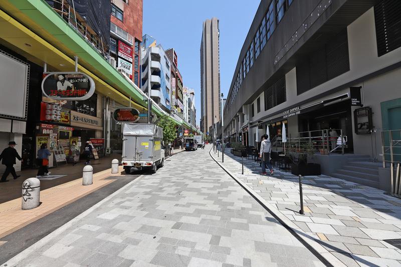 石畳となり明るくおしゃれな空間に生まれ変わったサンキタ通り