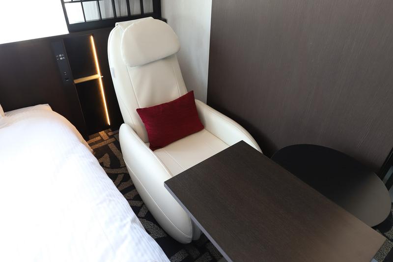 マッサージチェアは全室にある。ふくらはぎのマッサージもできるタイプで、出張や旅行で疲れた足にうれしい