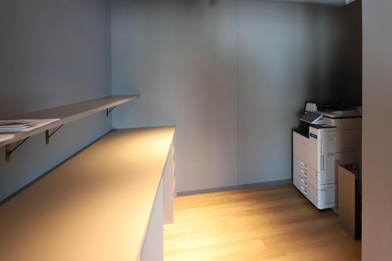 Wi-Fiや複合機など、オフィスとしての機能を備えている