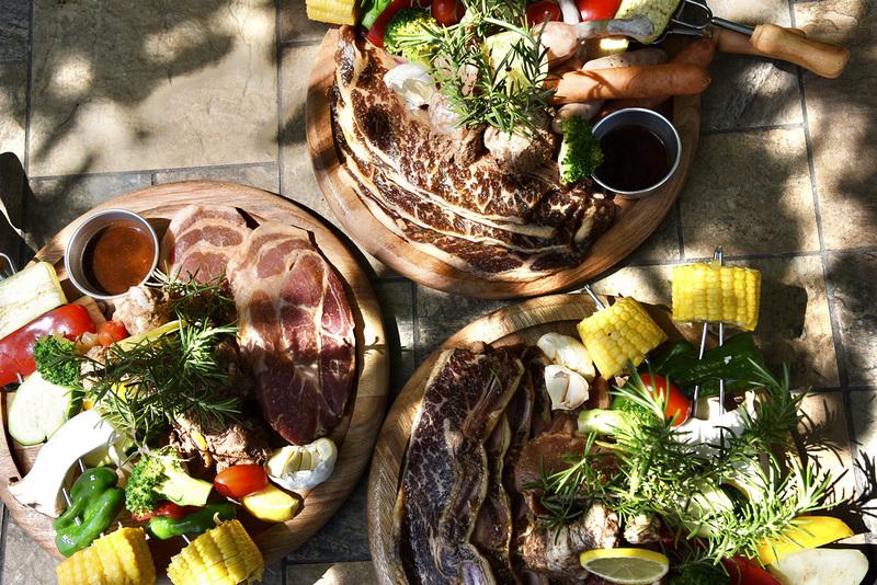 BBQ食材としてこだわりのお肉や地元でとれた野菜を提供