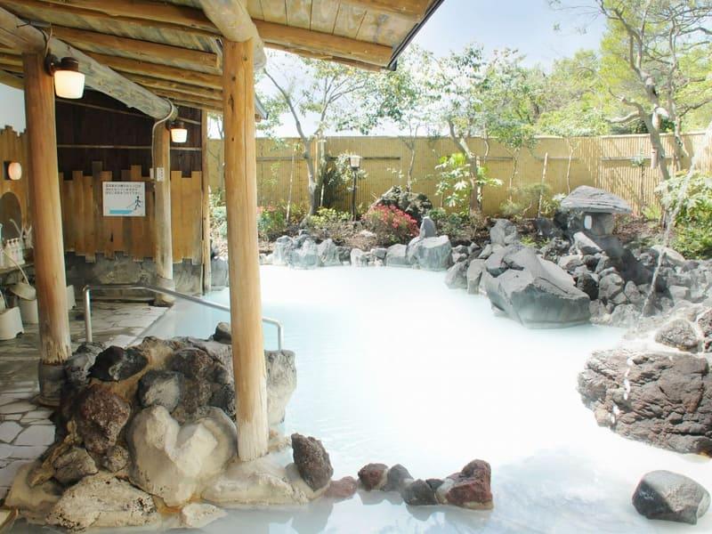白濁露天風呂「白紫」