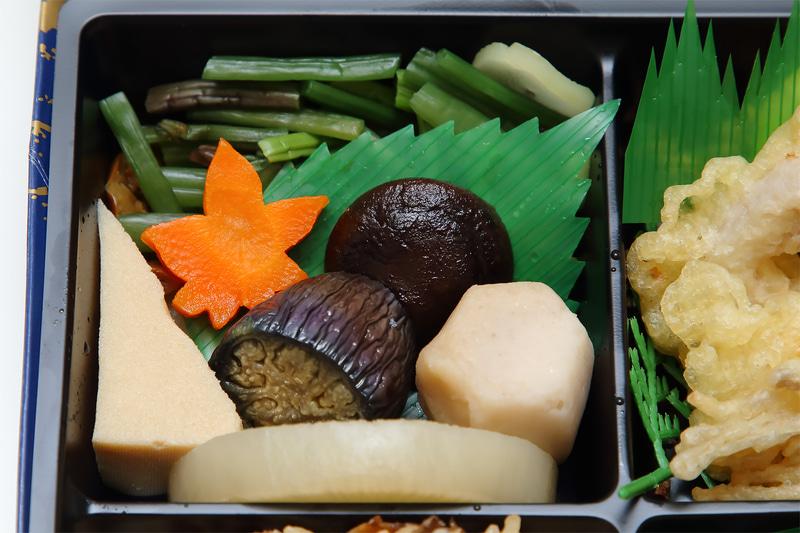 野菜の炊き合わせ、高野豆腐、山菜醤油漬け